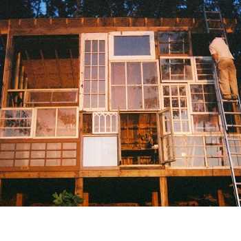 Recyceltes Haus von Nick Olson & Lilah Horwitz